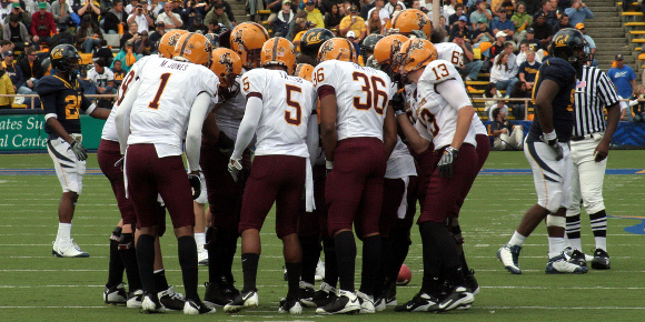 Football_huddle
